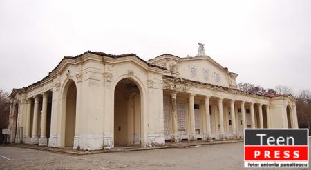 Teatrul de vara din Parcul Bazilescu